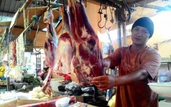 Penjual daging di Pasar Kahayan