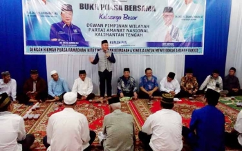 Gubernur Kalteng, Sugianto Sabran memberikan sambutan diacara buka puasa bersama pengurus PAN, Minggu (18/6/2017)