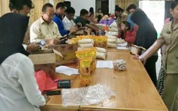 Acara bazar murah di Aula BPKAD Katingan, Senin (19/6/2017).