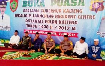 Buka puasa bersama Gubernur Kalteng di Istana Isen Mulang, Kota Palangka Raya, Senin (19/6/2017).