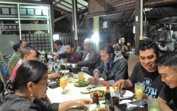 Wakil Wali Kota Palangka Raya Mofit Saptono Subagio makan malam bersama awak media, Senin (19/6/2017) malam.