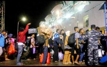 Sebanyak 1.646 pemudik berangkat dari Pelabuhan Panglima Utar, Kumai, menuju Surabaya, Jawa Timur menggunakan KM. Awu Selasa (20/6/2017) pukul 20.00 WIB