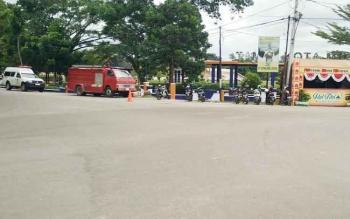 Mobil ambulan dan pemadam kebakaran disiagakan di posko pelayanan mudik di Kabupaten Barito Utara.