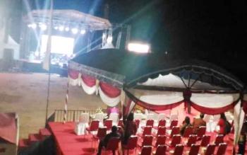 Panggung tempat penutupan Festival Budaya Mihing Manasa dan pameran pembangunan.