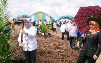 Bupati Kobar Hj. Nurhidayah mengatakan bahwa ketersediaan lahanbdi kobar mencapai 27 ribu hektar dan yang baru dimanfaatkan baru seluas 4000 hektar