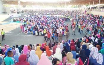Ribuan warga penuhi Lapangan Tiara Batara dalam rangka menghadiri kegiatan buka puasa bersama Pemkab Barito Utara, Kamis (22/6/2017).