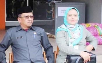 Kepala Dinas Dagperin Kalteng Katma F Dirun (kiri).