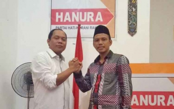 Sekretaris DPD Hanura Kalteng Nono bersama Ketua DPD Gerindra Kalteng H Iwan Kurniawan.
