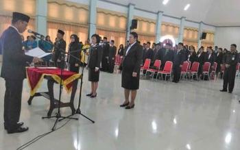 Bupati Gunung Mas Arton S Dohong saat melantik pejabat eselon II, III dan IV di GPU Damang Batu, Kamis (22/6/2017)