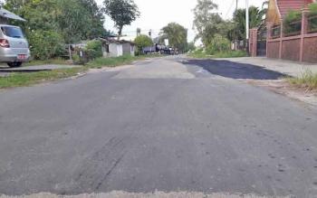 Jalan yang sebelumnya berlubang di Jalan Beliang kini telah ditambal oleh Dinas Pekerjaan Umum dan Tata Ruang Kota Palangka Raya