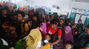 Ribuan penumpang kapal berangkat dari Pelabuhan Kumai menuju Semarang dan Surabaya, Sabtu (24/6/2017).