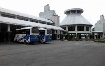 Aktivitas Terminal AKAP WA Gara Palangka Raya pada H-1 lebaran, Sabtu (24/6/2017)