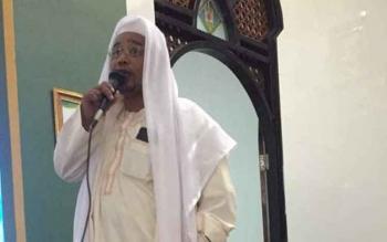 Wakil Gubernur Kalteng, Habib H Said Ismail Balghaist saat memberikan khutbah didepan ribuan jamaan Masjid Agung Al-Mukarram Amanah Kuala Kapuas, Minggu (25/6/2017).\r\n