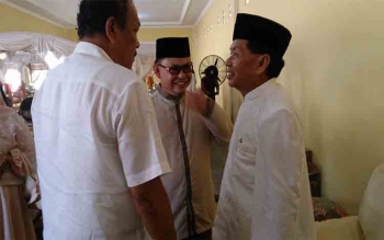 Ujang Iskandar menghdiri acara open house Bupati Kobar tanpa didampingi istrinya, Yustina\r\n