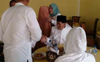 Selain mengucapkan selamat merayakan Hari Raya Idul Fitri 1438 Hijriyah, Bupati juga mengundang warga untuk menghadiri open house dan halal bihalal
