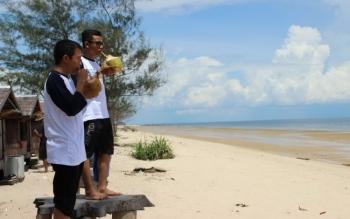 Pantai Ujung Pandaran.