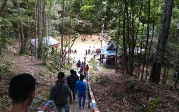 Salah satu objek wisata air terjun di Gunung Mas.
