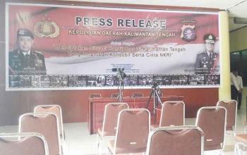 Lokasi Press Release Polda Kalteng masih dalam kondisi kosong.