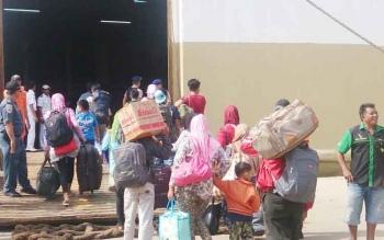 Hingga H 3 Lebaran arus mudik melalui Pelabuhan Panglima Utar, Kumai, Kabupaten Kotawaringin Barat, masih terjadi. Rabu (28/6/2017), KM Kelimutu memberangkatkan 941 penumpang dengan tujuan Semarang.