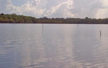 Panaroma Danau Bundar di siang hari.