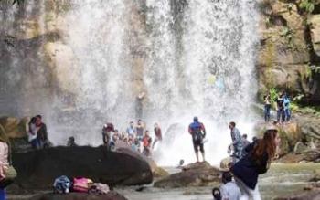 Air Terjun Tosah yang menjadi salah satu wisata alam andalan Kabupaten Murung Raya.