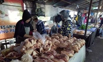 Pasca-Lebaran Harga Ayam Potong Turun di Puruk Cahu