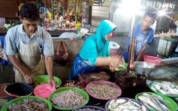 Harga Ikan di Pasar Rajawali Masih Tinggi