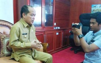 Wakil Bupati Mura Darmaji memberikan keterangan kepada wartawan di ruang kerjanya, Senin (3/7/2017).