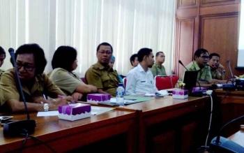 Rahman (sedang bicara) saat berlangsung pertemuan TPID Kalteng menegaskan distribusi gas LPG aman