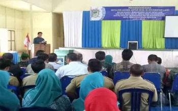 Bupati Barito Utara, Nadalsyah memberikan sambutan diacara penandatanganan nota kerjasama antar desa, pembukaan jalan baru dari Desa Muara Bakah menuju Desa Haragandang \r\n