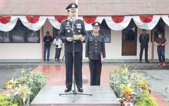Kapolres Barsel AKBP Yussak Angga menjadi inspektur upacara pada HUT ke-71 Bhayangkara di halaman Polres lama, Senin (10/7/2017)