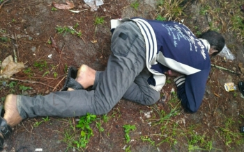 Mayat Alay ditemukan di pinggir jalan simpang empat lampu merah, Jalan Ahmad Yani, RT 11, Kelurahan Baru, Pangkalan Bun, Kotawaringin Barat, Kalimantan Tengah.