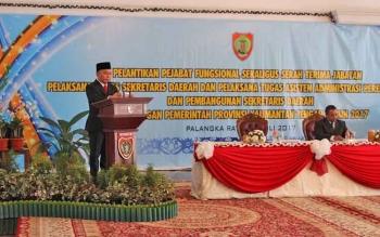 Gubernur Kalteng Sugianto Sabran memberikan sambutan seusai melantik Plt Sekda Mugeni, Rabu (12/7/2017) pagi