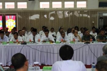 Bupati dan wakil bupati serta wakil wali kota mengikuti Rakorda Triwulan II di Aula Bappedalitbang Kalteng, Kota Palangka Raya, Rabu (12/7/2017).