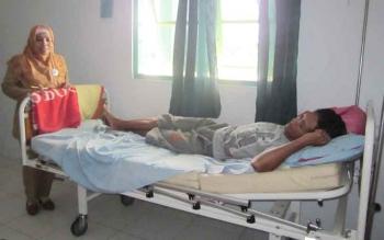 Seorang pasien dirawat di Puskesmas Baamang II, beberapa waktu lalu. Sementara di Kotim masih ada tig kecamatan yang tidak memiliki dokter.