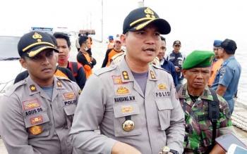 Kapolres Seruyan AKBP Nandang Mukmin Wijaya memberikan keterangan seputar korban KM. Karya Bersama yang tenggelam di perairan laut Seruyan