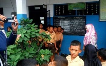Suasana SDN 1 Kumai Hilir, Kecamatan Kumai, Kabupaten Kotawaringin Barat, pascakasus pemukulan salah seorang murid oleh Brigpol ASS.