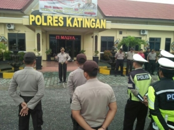 Polres Katingan Terjunkan Puluhan Personel ke Lokasi Banjir Tumbang Samba