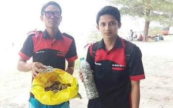 Bungkus Zenith Berhamburan di Pantai Ujung Pandaran