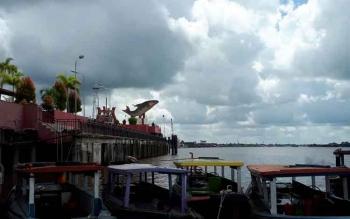 Patung Jelawat sebagai Icon Kota Sampit bisa dijadikan tempat hunting foto sunrise