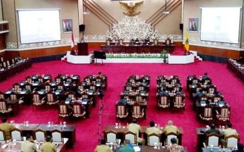 Sidang paripurna ke-8 masa persidangan II 2017 di gedung DPRD Kalteng, Selasa (18/7/2017).