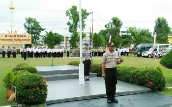 Kapolres Sukamara, AKBP Rade Mangaraja Sinambela usai memimpin memimpin apel gelar pasukan dalam rangka penanggulangan dan pencegahan bencana banjir.