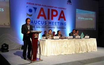 Anggota Badan Kerja Sama Antar Parlemen (BKSAP) DPR RI, Hamdhani, berpidato di hadapan delegasi 10 negara ASEAN, pada hari ketiga AIPA, di Hotel Fairmont, Jakarta, Rabu (19/7/2017).