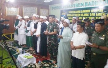 Dandim 1014/Pbn Letkol Inf Wisnu Kurniawan, Kapolres Kobar AKBP Pria Premos dan pejabat Pemkab Kobar silaturahim ke Ponpes Haddadil Qulub, Kamis (19/7/2017).