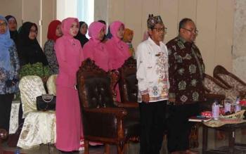 Kepala Dinas Kesahatan (Dinkes) Sukamara, Ahmad Lamsidi bersama tamu undangan saat menghadiri kegiatan sosialiasi Advokasi PHBS.