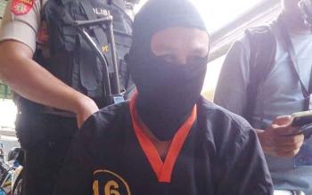 Muhammad Erwin Alias Amad (35), pelaku jambret yang dibekuk Satreskrim Polres Kobar dalam kasus penjambretan.
