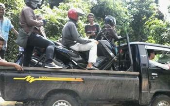 Jalan Trans Kalimantan wilayah Kabupaten Katingan tepatnya antara Kasongan dan Kereng Pangi hingga hari ini masih terendam banjir.