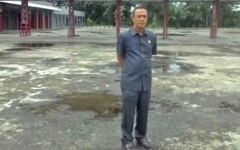 Sekretaris Komisi III DPRD Kapuas Ahmad Zahidi saat meninjau Terminal Banama, Kamis (20/7/2017).\\r\\n