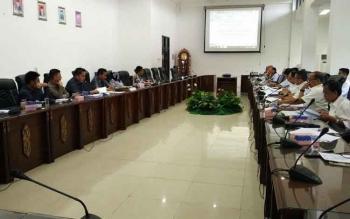 DPRD Barito Utara saat rapat pembahasan hasil fasilitasi Gubernur Kalteng mengenai dua Raperda inisiatif