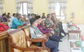 Peserta FGD saat mengikuti rangkaian kegiatan di aula BPG Sukamara.